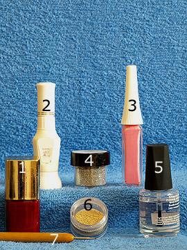 Produkte für das Motiv 'Fingernagelkunst mit Glitter Pulver und Nailart Bouillons' - Nagellack, Nailart Pen, Nailart Liner, Glitter-Pulver, Nailart Bouillons, Spot-Swirl, Klarlack