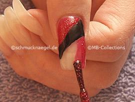 Nagellack in der Farbe rot-glitter