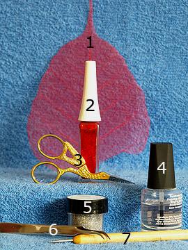 Produkte für das Nailart Motiv mit Skelettblatt - Glitter-Pulver, Skelettblatt, Nailart Liner, Spot-Swirl, Klarlack