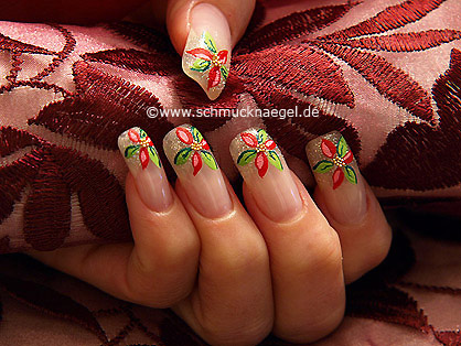 French Motiv mit Nailart Bouillons in gold