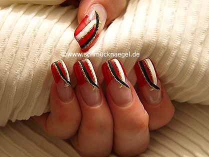 Fingernagel Kosmetik mit Nailart Liner und Nagellack