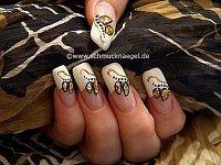 Blattgold zur Dekoration der Fingernägel