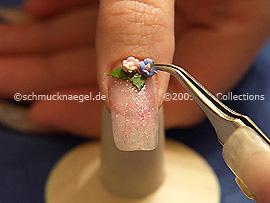 Keramik-Blume und Pinzette