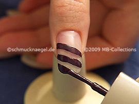 Nagellack in der Farbe dunkellila