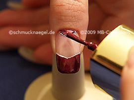 Nagellack in der Farbe kupfer