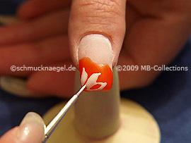 Nailart-Pinsel und Farbgel in weiß
