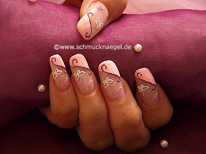 Diseños de uñas con mariposa tridimensional y esmalte