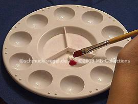 Flachpinsel in Acryfarben eintauchen