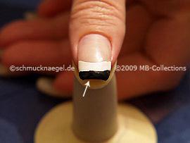 Bei künstlichen Fingernägeln die vordere Nagelkante mitlackieren