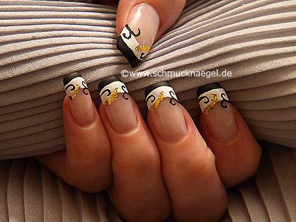 Fingernagel Motiv mit Blattgold und Nagellack