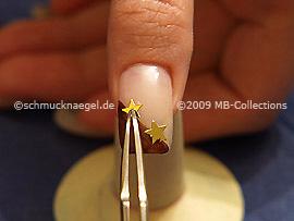 Pinzette und zwei Sterne in der Farbe gold