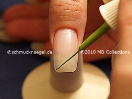 Nailart Liner in der Farbe hellgrün