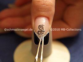 Drachen Nail-Tattoo und Pinzette
