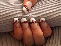 Fingernagel French Motiv mit Nagellack in weiß