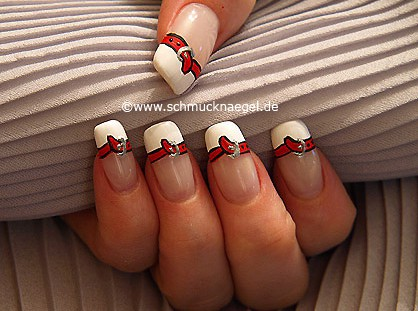 Fingernagel French Motiv mit Nagellack in weiß