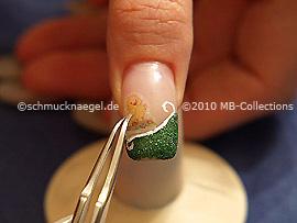 Nail-Tattoo und Pinzette