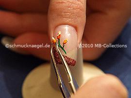 Getrocknete Blume und Pinzette