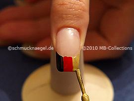 Nagellack in der Farbe gold