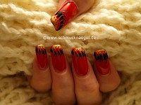 Fingernagel Motiv mit Ziehtechnik in rot