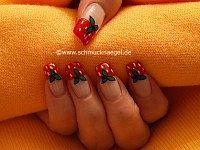 Erdbeeren als Fingernagel Motiv mit Nagellack