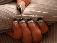 Dekoration der Nägel mit Nailart Sticker