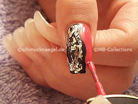 Nagellack in der Farbe dunkelrosa