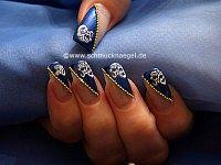 Nailart Perlenkette und Sticker