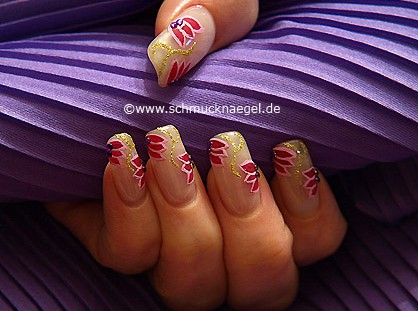 Fingernagel Design mit Nailart Liner