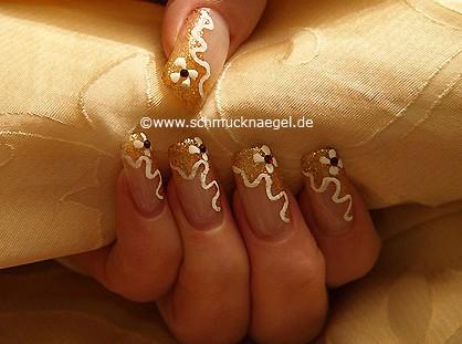 Fingernagel Motiv in kupfer-glitter und weiß