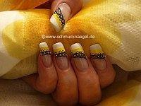 Design für die Nägel mit Nailart Bouillons