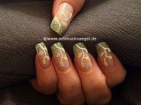 Osterzweig als Dekoration der Fingernägel