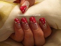 Fingernagel Design mit Nailart Fäden in silber