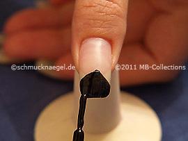 Nagellack in der Farbe schwarz