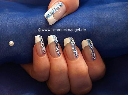 Dekoratives Fingernagel Design mit Nagellacken