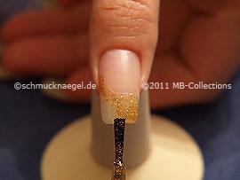 Nagellack in der Farbe kupfer-glitter