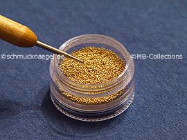 Nailart bouillons in gold und den Spot-swirl