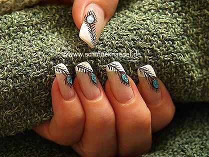Pfauenfeder als Fingernagel Design