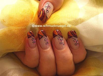 Herbstfarben und Mikroperlen für die Nägel