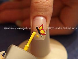 Nagellack in der Farbe gelb