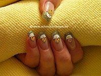 Osterküken als Dekoration für die Fingernägel