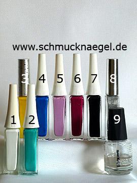 Produkte für das Retro-Motiv mit Nagellacken in verschiedenen Farben - Nailart Liner