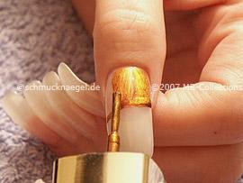Nagellack in der Farbe bronze