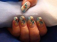 Palmenstrand Motiv mit Sand und Nagellack