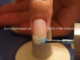 Nagellack in der Farbe türkis