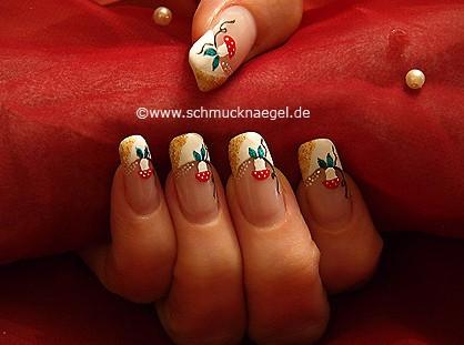 Pilz Motiv für den Herbst mit Nagellack
