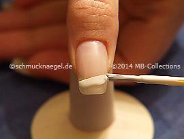 Nagellack in der Farbe weiß