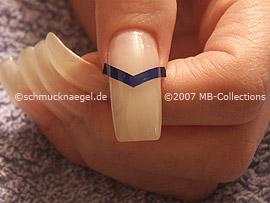 Pinzette und French Maniküre Schablone in V-Form