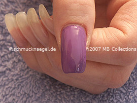 Nagellack in der Farbe lila