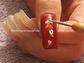 Nailart Bouillons in silber und Spot-Swirl