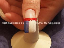 Nagellacke in den Farben weiß und blau